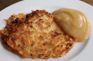 Apfelmus und Kartoffelpuffer